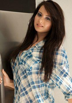 Девушка ищет пару для секса втроём или мужчину, Сургут